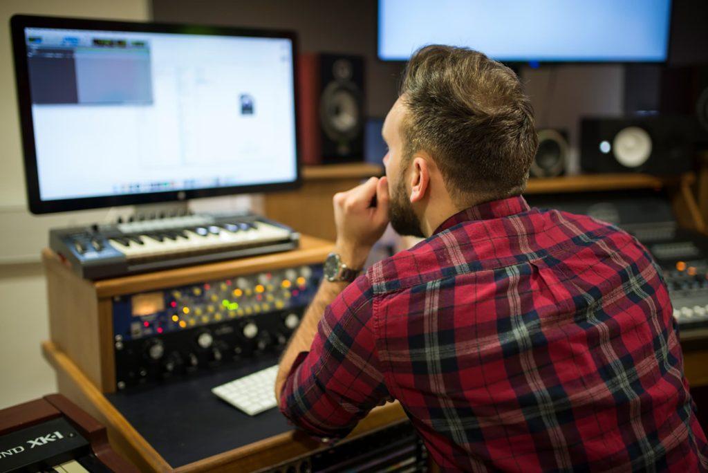 bimm-london-music-production-sound-desk